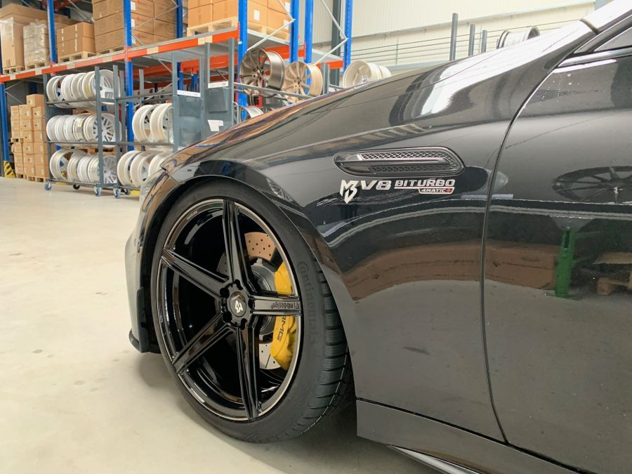 Mercedes-Benz AMG GT 4-Tuerer Coupe - KV1 S Schwarz glänzend