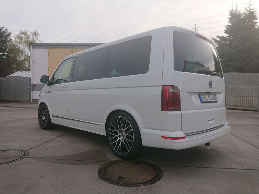 VW Bus T6 - KV4 Schwarz glanz poliert